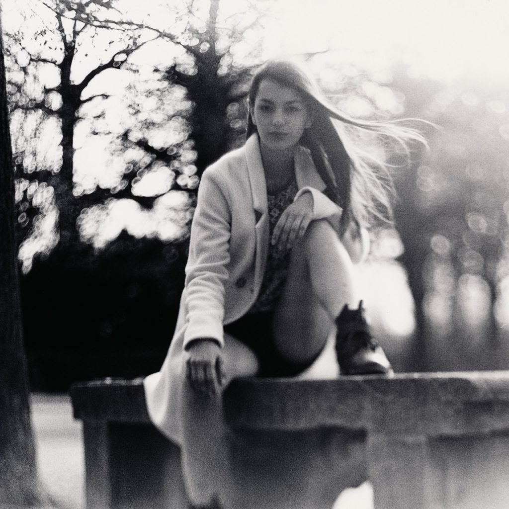 Black & White Twobath Zweibad Darkroom Silver Gelantine Ilford Ilfobrom Superpan 200 Moersch Catechol Meritol Pentacon Six Squeezer 120mm 120 6x6 Analog Kodak Bromesko Grain Film medium format beautiful beauty elegant female girl woman model portrait Schönbrunn Park Garden einfarbig Personen im Foto