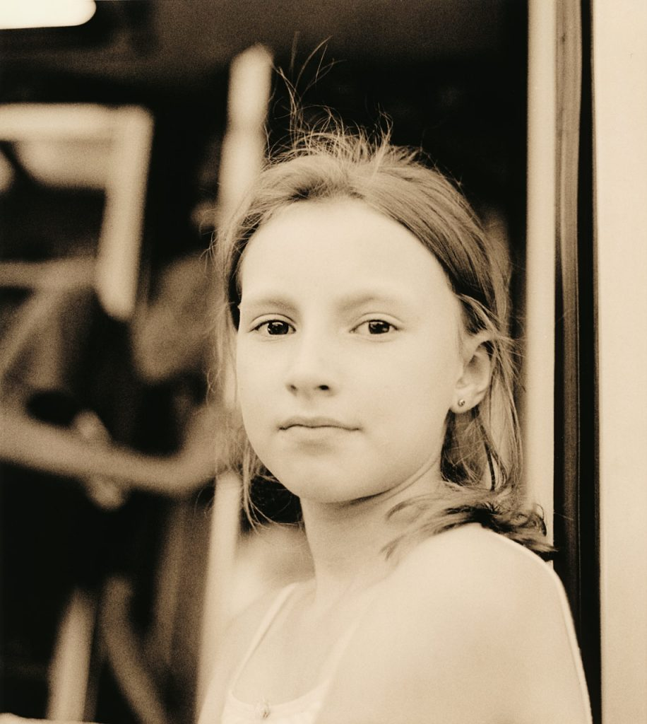 Girl 120 6x6 Pentacon Six Portrait Face analog awesome poland beauty cute eyes female young medium format pretty waiting summer B&W Black and White lith Moersch Se5 Silver Gelantine Print Porträt Personen einfarbig